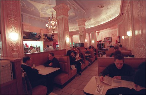 The Cafe Edison, known for its theater industry customers for decades, is closing